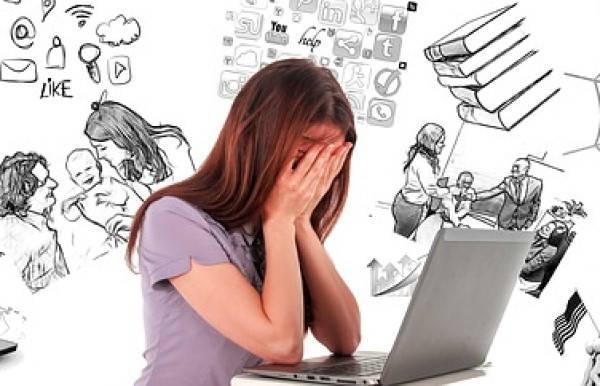 mulher preocupada com finanças 640x242 jpeg - Finanças Pessoais.