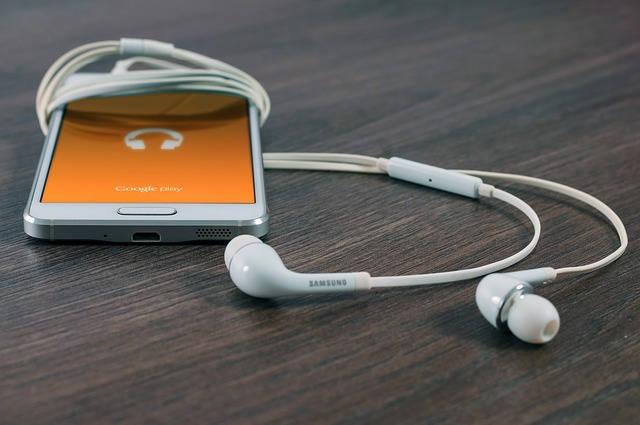 como ganhar dinheiro na internet com áudio books 640x425 jpg - Como Ganhar Dinheiro Na Internet- 36 Melhores Formas.