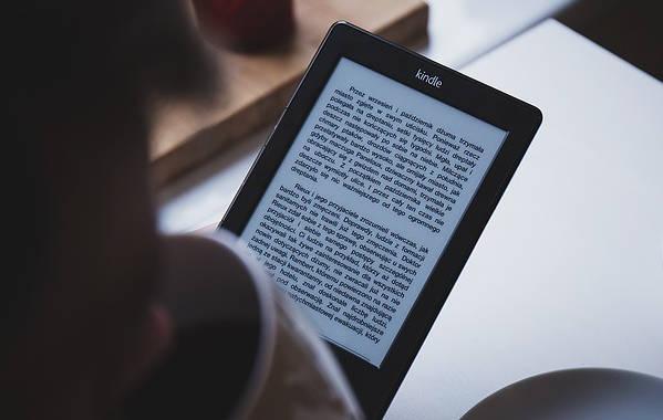 como ganhar dinheiro na internet como escritor de livros digitais 640x425 jpg - Como Ganhar Dinheiro Na Internet- 36 Melhores Formas.