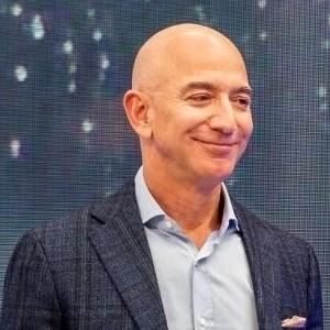 Jeff Bezos 300X300 - Os 10 Homens Mais Ricos Do Mundo – Saiba Quem São Em 2020.